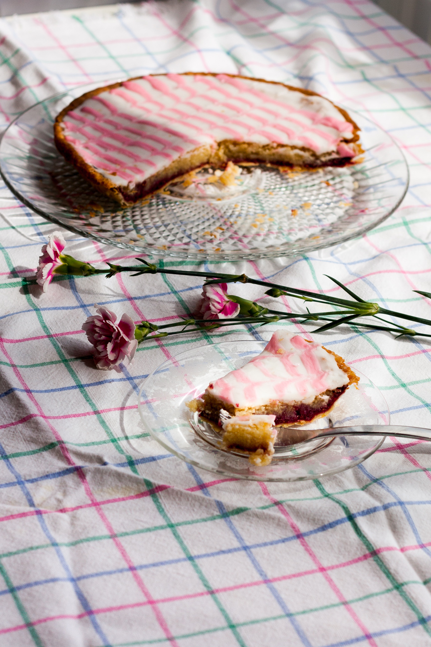 bakewell tart with flowers