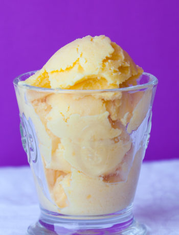 frozen vanilla mango yogurt with lime