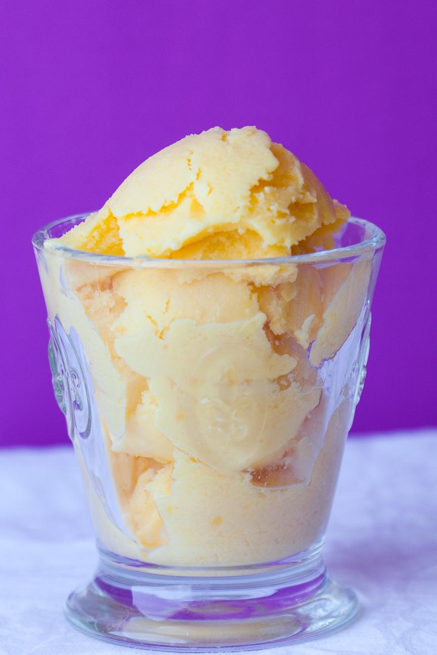 frozen vanilla mango yogurt with lime